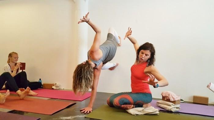 pakhus yoga sianna sherman (1024x576)